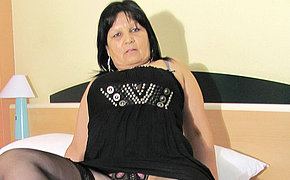 Big breasted mature Graciela gets herself all round up