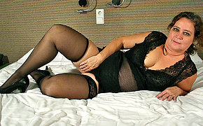Chubby Mature Dutch housewife playing with herself