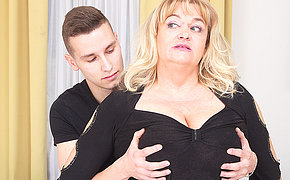 This big mature lady gets a acquiescent hard enjoyment from