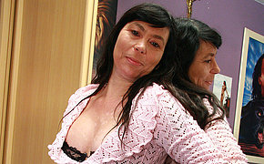 Amateur housewife loves with regard to work her hairy pussy