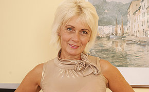 Glum mature housewife loves to play with herself