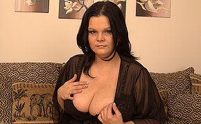Gorgeous looking MILF shows off great gut and loves her dildo