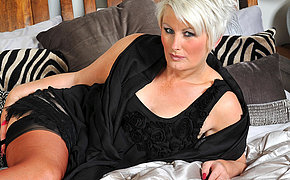 Horny mature Davina loves to acquire wet by herself