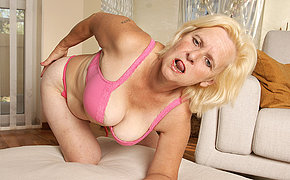 Horny housewife Janice loves to realize wet and wild