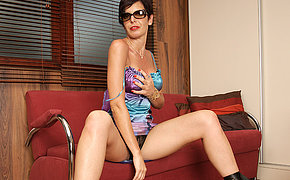 Horny mature slattern grinding on her couch
