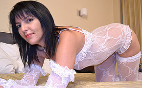 Hot MILF playing onher bed