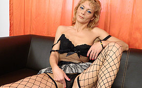 Horny housewife wear and tear at bottom the couch