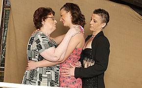 Yoke old and young lesbians try fun