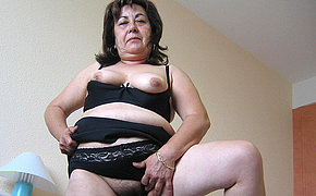 This hot mature mama loves to play in the matter of toys