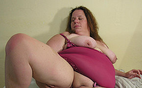 Obese mature slut playing with herself