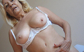 Blonde mature jocular mater gets nasty anent toys