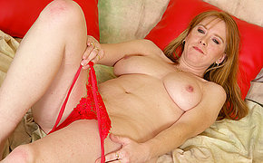 Hot red mature nymph getting off on a toy