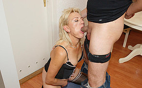 This horny mature mama gets tingle hard and long