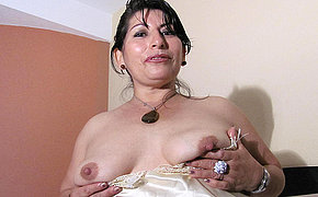 Hot mama playing with a big kickshaw