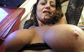 This mature slut loves carryingon with her cunt