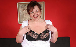 This big mam loves to get herself to a climax