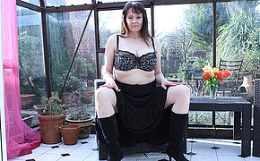 Heavy breasted British housewife masturbating in her gardenhouse