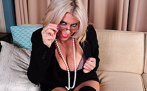 Obese nreasted American MILF procurement herself wet