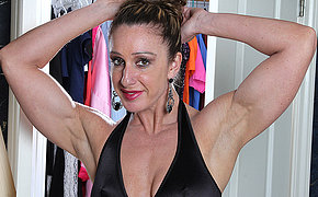 Muscled American housewife playing with her very broad in the beam clit