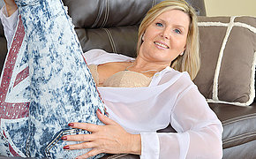 Hot British MILF masturbating on burnish apply couch