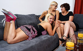 Three sweltering old with the addition of young lesbians make out on the couch