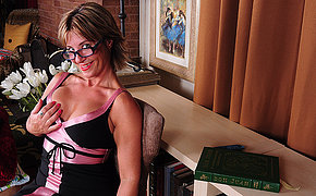 Crestfallen American housewife shows off hot body and masturbates