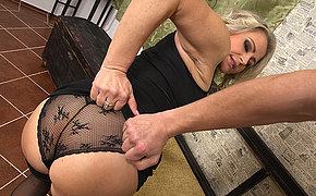 Hot MILF gets crimson in pov style