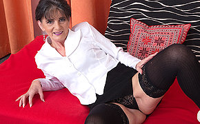 Horny mature lady effectuation with her pussy