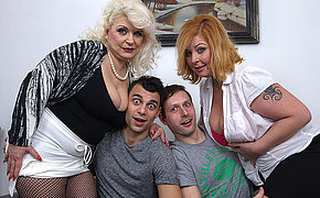 Two chubby mature ladies having divertissement in a foursome