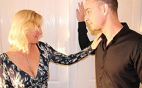 British housewife fucking the guy keep up with door