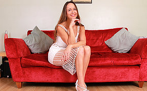 Hairy British housewife playing with her increase e inflate