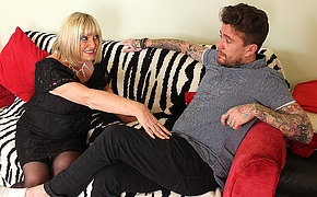 Pernicious British mature slut shafting her Rock and Roll lover
