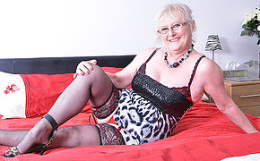 Chubby mature lady from dramatize expunge UK getting wet and wild