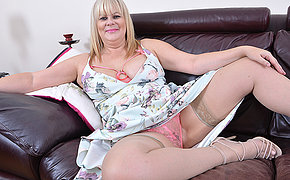 Chubby British housewife playing with say no to pussy
