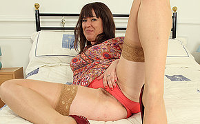 Hairy British housewife effectuation with her pussy