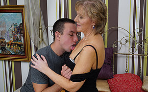 Mature housewife gets fucked by her toyboy