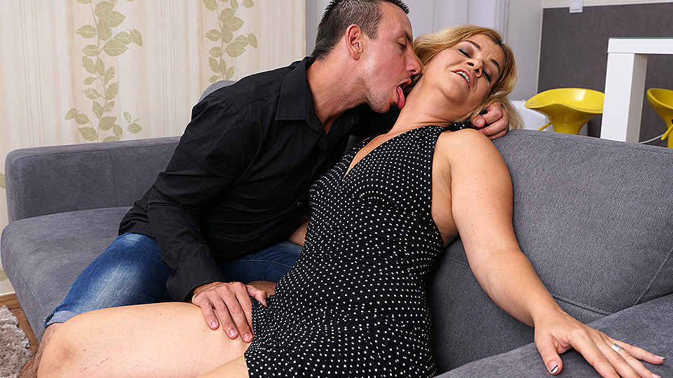 Randy anal bitch sucks cock and get creamed after being pounded 4