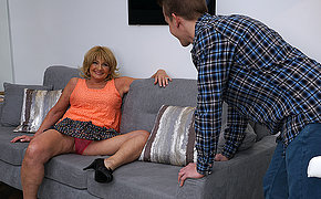 Naughty mature slut doing her quean