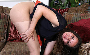 Naughty American mom bringing off on rubdown the couch