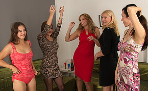 Five horny women have a sexparty and were all freely permitted to watch