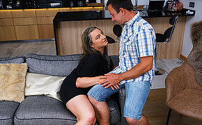 This curvy mature lady does her boyfriend hard with the addition of good