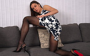Stale mom with a panty and high heels get wet