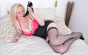 Naughty bazaar mature lady playing with her pussy in bed